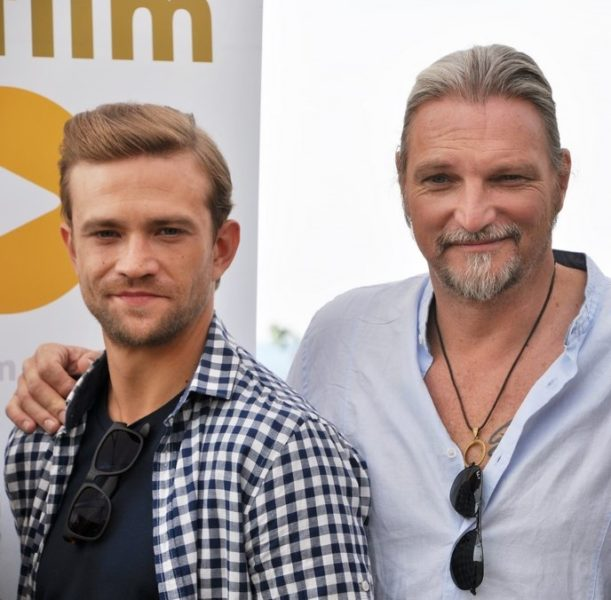 Stefan mit SOKO Donau-Filmpartner Michael Steinocher, der die SOKO mittlerweile verlassen hat. (Foto Reinhard Sudy)