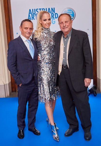 Bei der Austrian Art Award Verleihung mit dabei Unternehmer Heimo Turin, Topmodel Beatrice Körmer, im Bild mit Christian Ludwig Attersee 8 (Foto Starpix / Alexander Tuma)