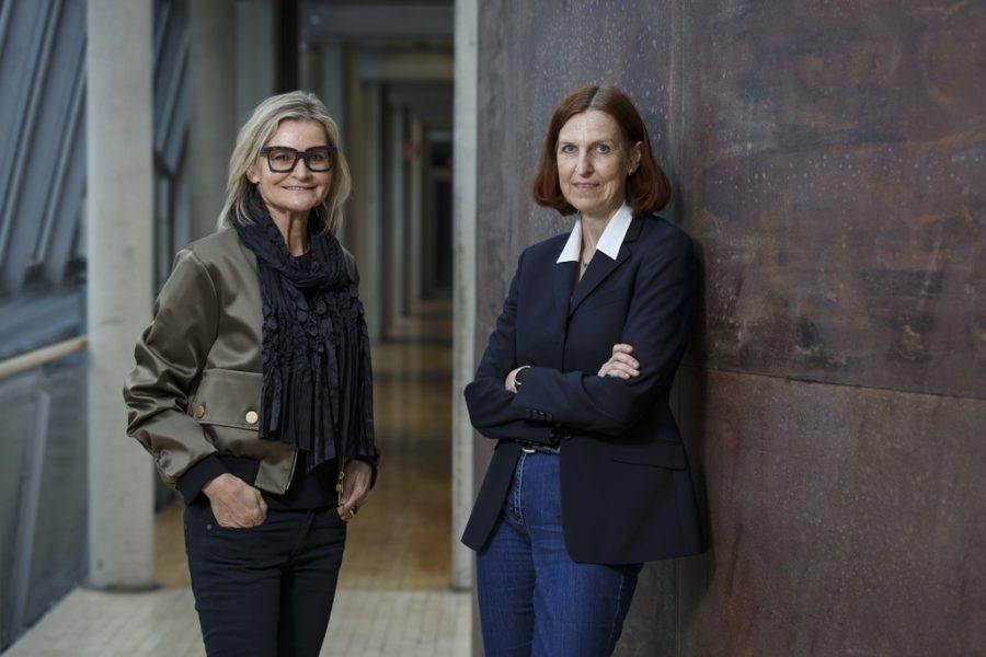 """Die Aufgabe von Hedda Weber bei Sappi Austria ist es, aus Lignin neue Werkstoffe zu machen."""" Im Bild mit Journalistin Hedi Grager. (Foto Thomas Luef)"""