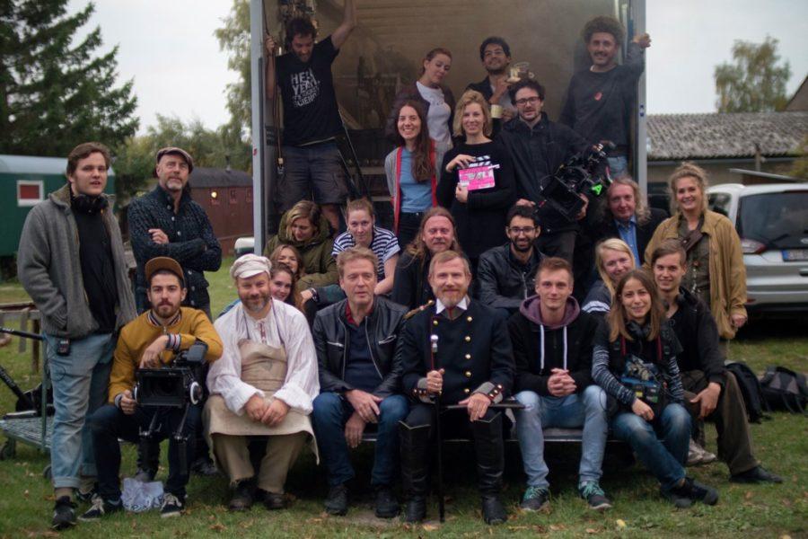 """Effigie"""" ist der erste Spielfilm des Berliner Wissenschaftsjournalisten Udo Flohr, der nach 15 Jahren an Regieschulen """"endlich mal einen Film drehen"""" wollte. Das """"Effigie"""" - Team. (©GeekFrog Media, Foto-Credit Julia Arif)"""