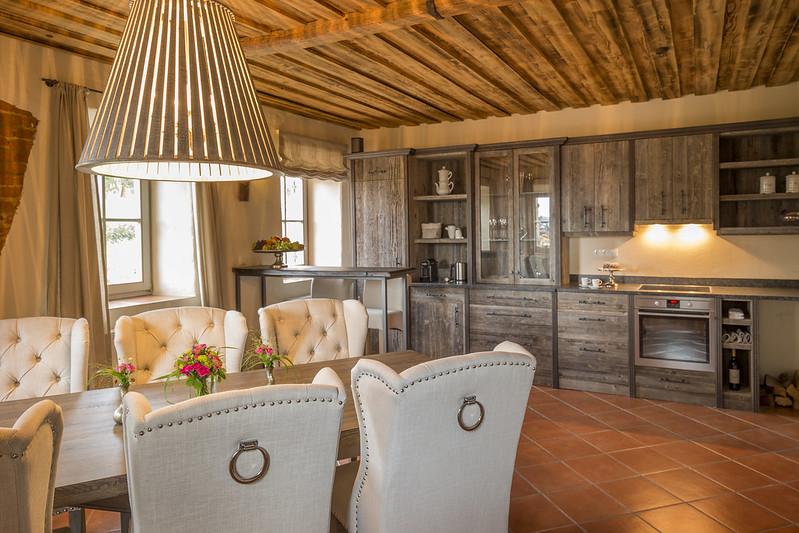 Die Küche des Landhauses: großzügig gestaltet und modernste Technik. (Foto Golden Hill Country Chalets & Suites)