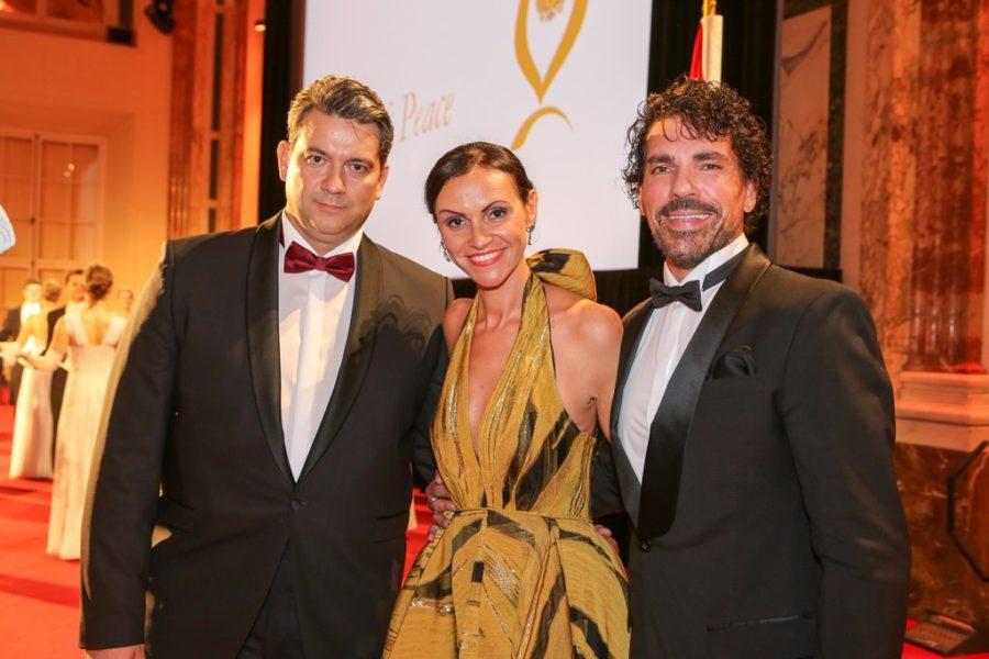 Die musikalische Untermalung der Gala erfolgte durch die Tenöre Elek Zsolt und Laszlo Maleczky, sowie der italienischen Sängerin Fausta Gallelli, die die Hymnen von Österreich, Monaco und Europa anstimmten. (Foto ROBIN CONSULT/Lepsi)