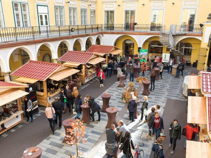 Internationaler Trüffelmarkt im Paradeishof im Kastner & Öhler Graz. (Foto Graz Tourismus / Harry Schiffer)