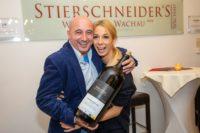 Erste Wachauer Künstlerwanderung: Kabarettist Christoph Fälbl mit CaC-Obfrau Yvonne Rueff (Foto Moni Fellner)