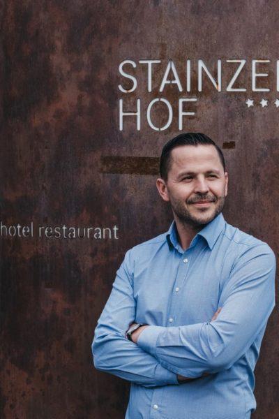 Hinter Restaurant, Weinbar und Vinothek VINEA in Ehrenhausen steht der erfolgreiche Hotelier und Gastronom Bernhard Langer. (Foto Heldentheater)