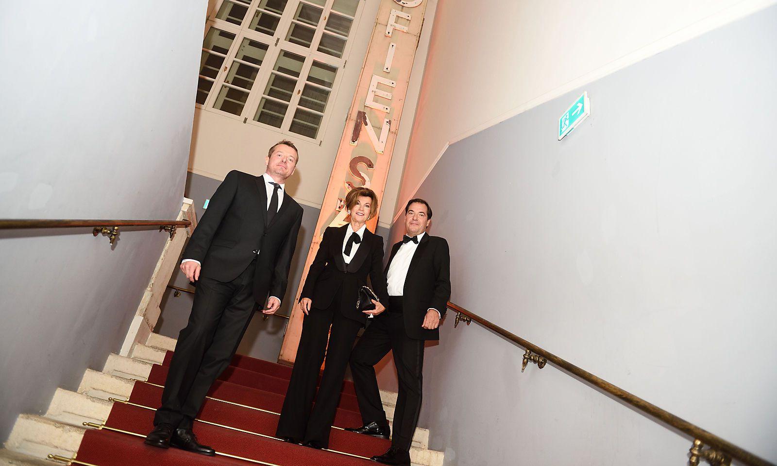 Bundeskanzlerin Brigitte Bierlein mit Presse-Geschäftsführer Herwig Langanger (l.) und Presse- Chefredakteur und Herausgeber Rainer Nowak (Foto Presse/Clemens Fabri)