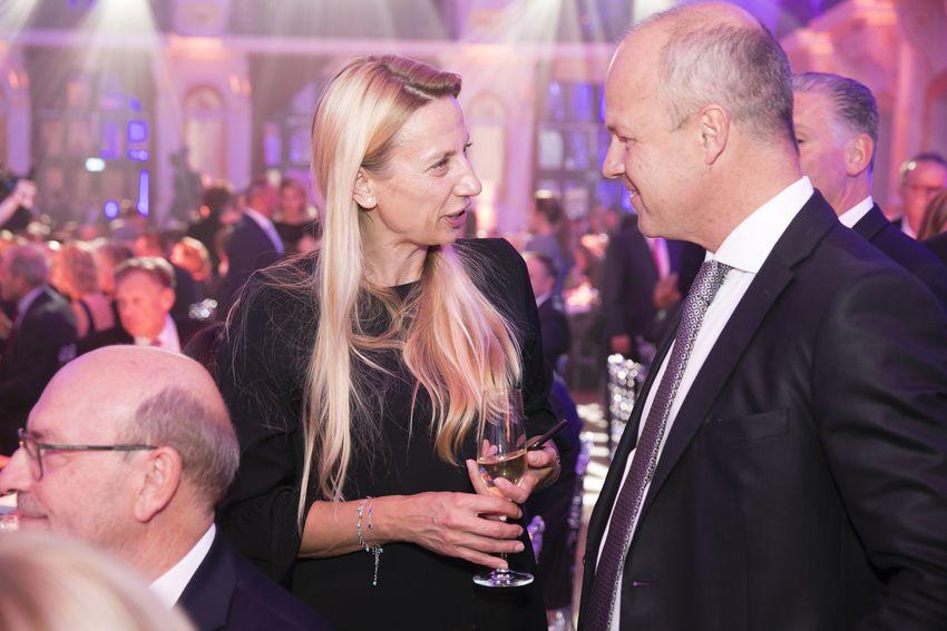 Die frühere Familien- und Frauenministerin Juliane Bogner-Strauß im Gespräch mit mit Styria-Vorstandsvor-sitzendem Markus Mair (Foto Die Presse)