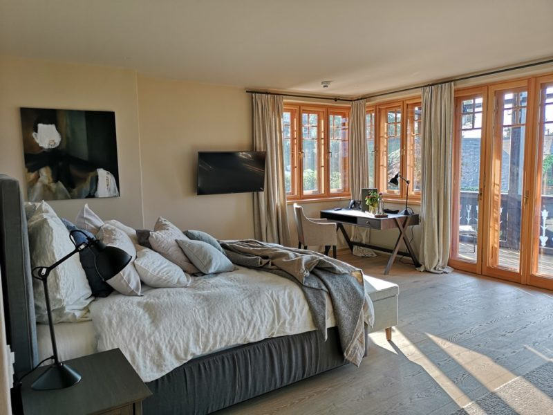 Das Gästehaus Krenn bietet große und geräumige Zimmer, modern und sehr gemütlich eingerichtet, alle mit Balkon und herrlichen Aussichten. (Foto Hedi Grager)