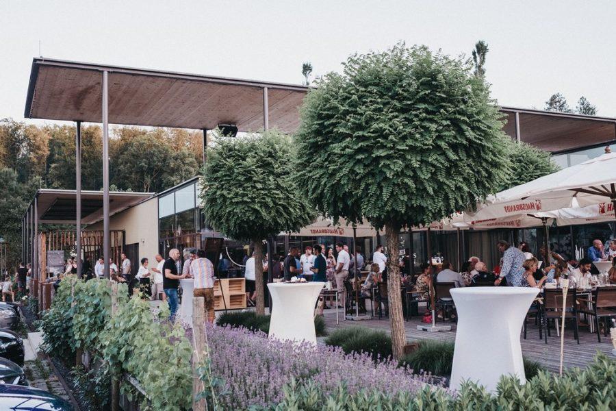 Das VINEA in Ehrenhausen wurde in kürzester Zeit ein neuer Hotspot in der schönen Südsteiermark. (Foto Heldentheater)