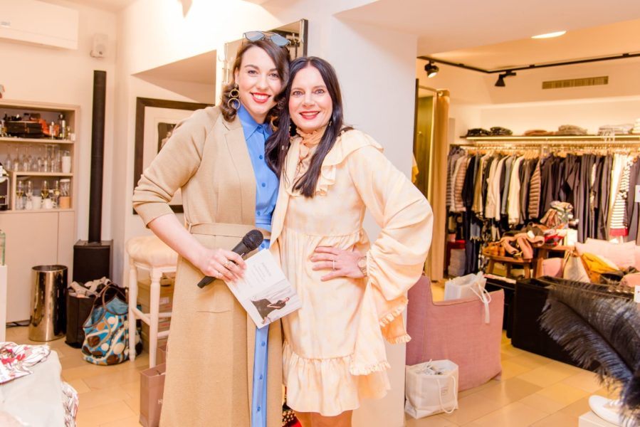 Sandra Suppan moderiert Events und Veranstaltungen - hier einen 'Fashion-Abend' bei Carina Harbisch. (Foto privat)