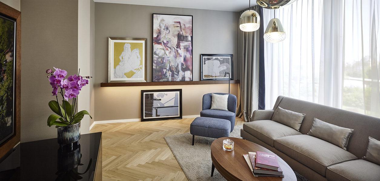 Hotel Andaz Vienna Am Belvedere: Living Room in der Deluxe Suite. (Foto Andaz)