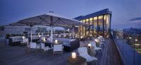 Rooftop Bar Aurora bei Nacht (Foto Andaz)