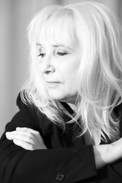 """Aktuell schreibt Christa Kern an Texten für die nächste Ausgabe der Entladungen 2020 mit dem Thema """"NACHT"""". (Foto Elisabeth Beckmann)"""