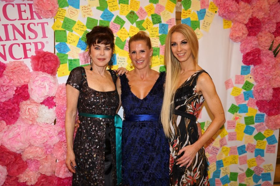 Designerin Dali Oleschko mit Schauspielerin Anja Kruse (li) und Dancer against Cancer-Organisatorin Yvonne Rueff (re). (Foto Dali Oleschko Couture)