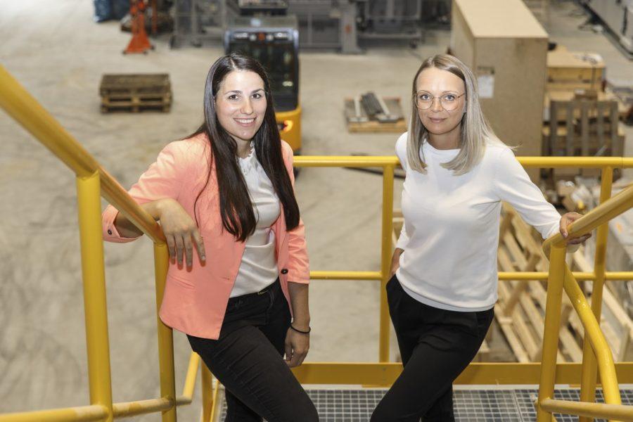 Beruf und Privat lässt sich für Alexandra Trost und Desiree Lafer bei der Druckguss GmbH Dank ihrer Gleitzeitarbeit gut vereinbaren. (Foto Thomas Luef)