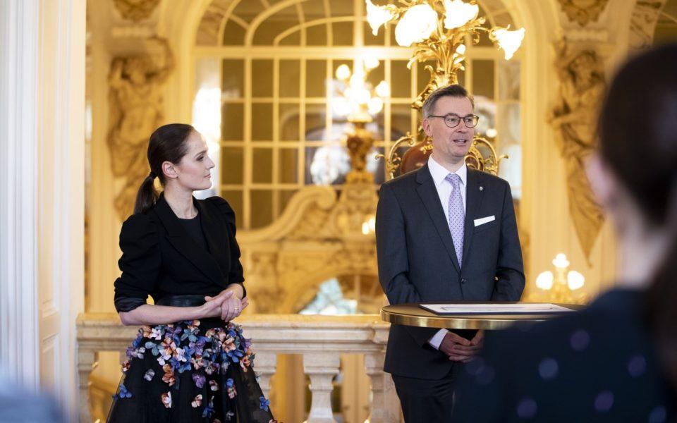 Juwelier Klaus Weikhard aber natürlich auch Opernredoute-Organisator Bernd Pürcher waren begeistert, dass sie die Stardesignerin Eva Poleschinski für das Designen der Krönchen gewinnen konnten. (Foto Marija Kanizaj)