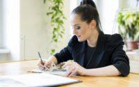 Die Krönchen für die kommende Opernredoute sind diesmal eine einzigartige Zusammenarbeit von Juwelier – Uhren Weikhard & Stardesignerin Eva Poleschinski. (Foto Marija Kanizaj)