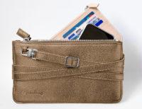 Die minibag von Kathi Goldscheider in metallic-bronze. (Foto Goldscheider)