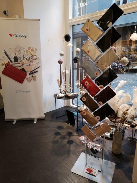 Die minibag von Kathi Goldscheider ist auch in Graz erhältlich, und zwar im außergewöhnlichen BrillenQuartier in der Hans-Sachs-Gasse 1. (Foto Hedi Grager)