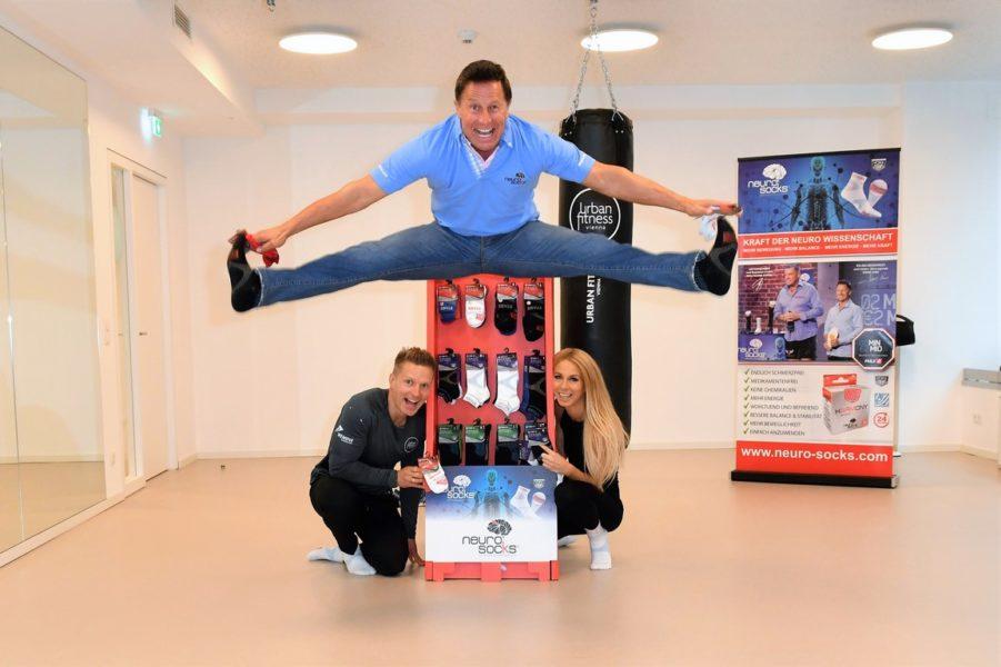 """Auch Fitnessprofi Wolfgang Cyrol unterstützt mit NEURO SOCKS """"Dancer against Cancer"""". (Foto privat)"""