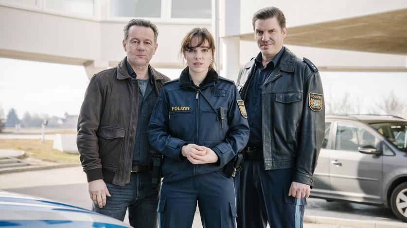 """POLIZEIRUF 110 - """"Der Ort, von dem die Wolken kommen"""" mit Verena Altenberger, Norman Hacker und Andreas Bittl (Foto BR)"""