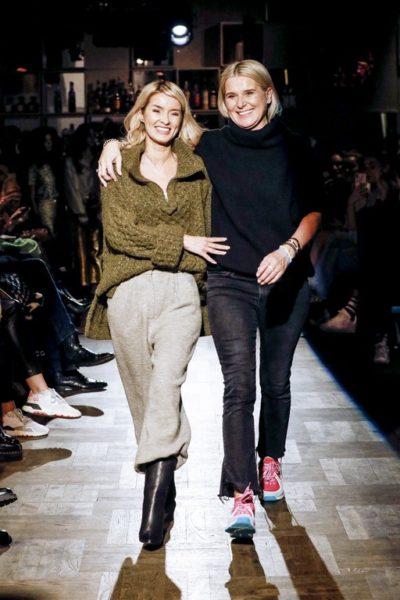 Gitta Banko und Boscana Designerin Solveig Olek nach ihrer erfolgreichen Fashion Show: boscana X Gitta Banko. (Photo by Isa Foltin/Getty Images)