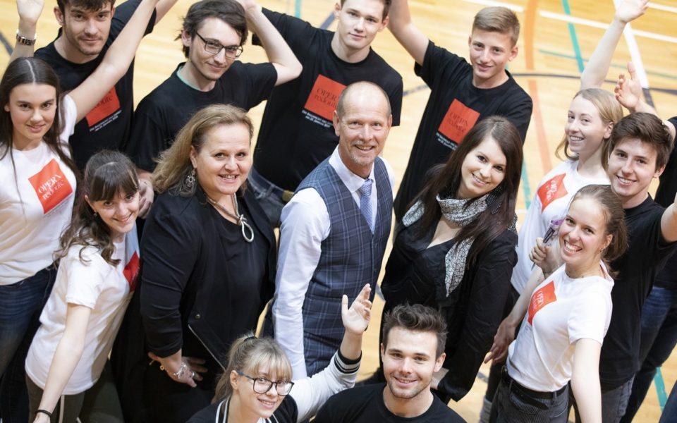 Die diesjährigen Choreographen der Eröffnungspolonaise sind Claudia Eichler, Lisa Weswaldi-Eichler und Klaus Höllbacher Polonaiseprobe. (Foto Opernredoute / Marija Kanižaj)