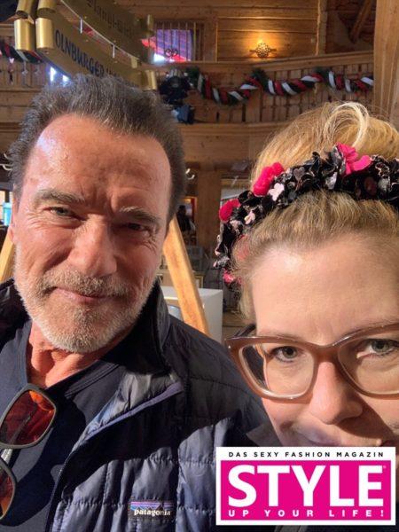 Auch Arnold Schwarzenegger schaute bei der exklusiven STYLE UP YOUR LIFE! Styling Lounge vorbei. Im Bild mit Michaela Scheurer, Chef-Stylistin STYLE UP YOUR LIFE! (Foto Simon Fortmüller)
