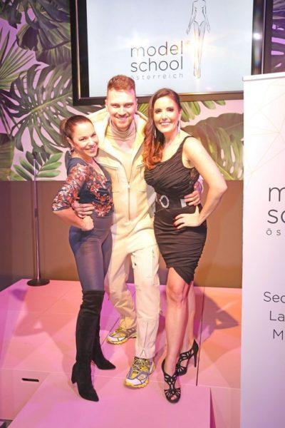Neueröffnung MODELSCHOOL Österreich: Moderatorin Vanessa Kuzmich, Designer Niko Niko und Laufstegtrainerin Julia Raich. (Foto Philipp Enders)