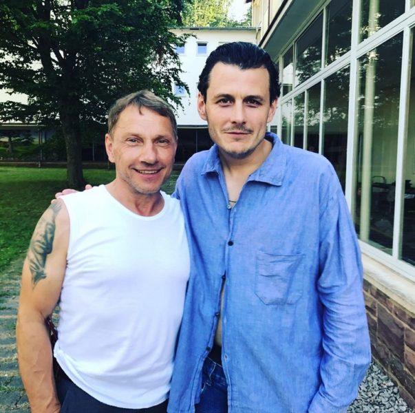 Manuel Rubey mit seinem Kommissar-Kollegen Richy Müller vom Tatort Stuttgart. (Foto privat)