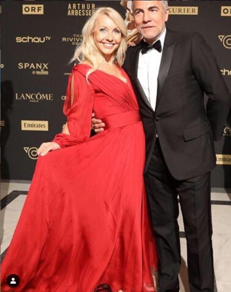 Ein elegantes Paar: Uschi Fellner mit ihrem Mann Christian Pöttler, Geschäftsführer Echo Medienhaus. (Foto privat)
