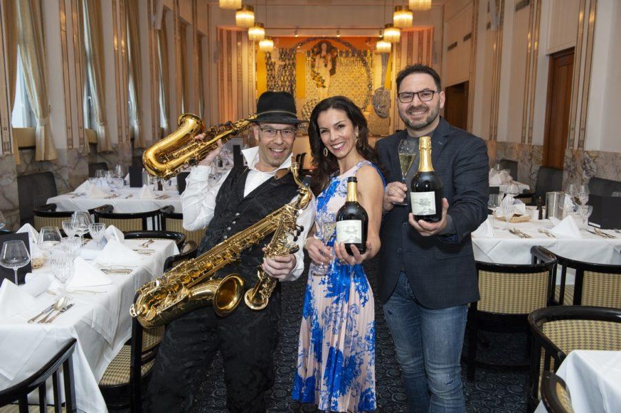 Heidi und Stefan Potzinger feierten ihr 160 Jahre Weingut Potzinger-Jubiläum im Grand Hotel Wiesler in Graz mit Livemusik von Saxophonist Ingo Herzmaier. (Foto Rene Strasser Fotografie)
