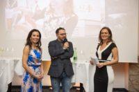 Heidi und Stefan Potzinger feierten 160 Jahre Weingut Potzinger, hier mit Christina Dow, die den Abend moderierte. (Foto Rene Strasser Fotografie)