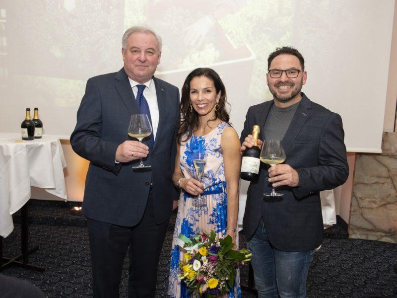 Auch Landeshauptmann Hermann Schützenhöfer gratulierte Heidi und Stefan Potzinger sehr herzlich zu ihrem 160-Jahr-Jubiläum. (Foto Rene Strasser Fotografie)