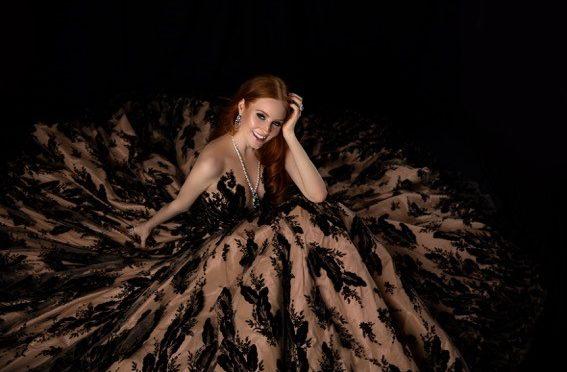 Wundervolle Roben von Eva Poleschinski am Wiener Opernball