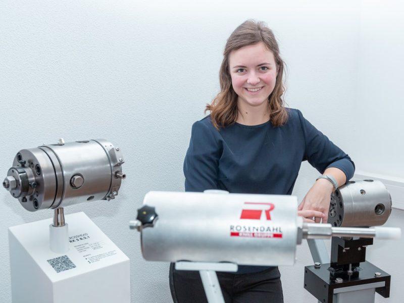 Elisabeth Gerencser hat in derElektrotechnik ihre Beruf(ung) gefunden.(Foto Sabina Saurer Photography)