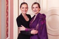 Opernballorganisatorin Maria Großbauer in einer Robe der Designerin Eva Poleschinski. (Foto Marlene Rahmann)