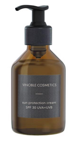 Die Sonnenschutzlinie von VINOBLE Cosmetics ist unisex, vegan, korallenfreundlich und made in Austria. (Foto VINOBLE Cosmetics)