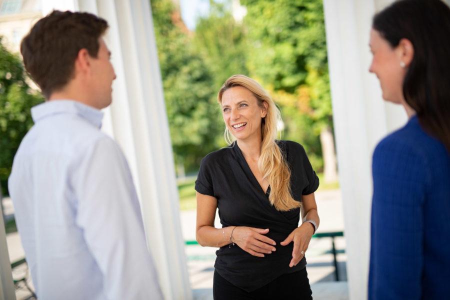Für Landesrätin Juliane Bogner-Strauß ist es wichtig, sich auch als Frau gut zu vernetzen, um weiter zu kommen. Foto Jakob Glaser)