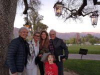 Autor Reinhard Sudy, Journalistin Hedi Grager, Model und Schauspielerin Lea Wolf-Millesi und Musik-Produzent Peter Wolf mit ihrem Sohn. (Foto privat)