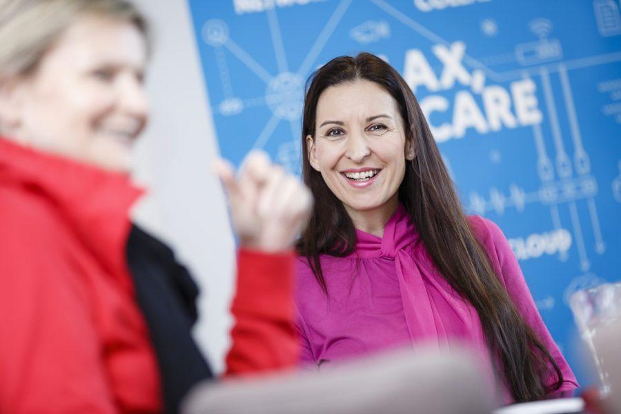 """Petra Seewald arbeitet seit 16 Jahren bei derNTS Netzwerk Telekom Service AG. """"Ich möchte immeralles ganz genau wissen und bin ungeduldig, abergerade das bringt mich weiter."""" (Foto Thomas Luef)"""