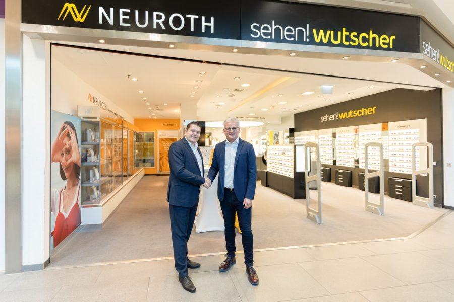 Lukas Schinko, Vorstandsvorsitzender der Neuroth-Gruppe, und Fritz Wutscher, Inhaber und Geschäftsführer von sehen!wutscher, setzen österreichweit auf gemeinsame Optik- und Hörakustik-Standorte. (Foto Neuroth)
