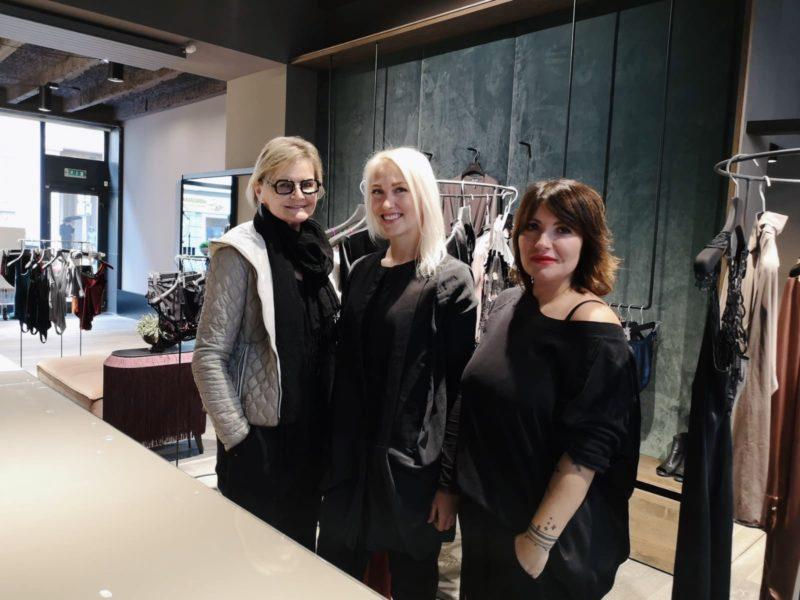 Hedi Grager im Gespräch mit der jungen Designerin Katharina Purkarthofer und der erfolgreichen Unternehmerin Delia Estera Schober. (Foto Reinhard A. Sudy)