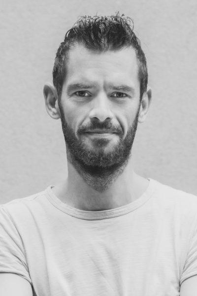 """Mathias Kniepeiss ist ein vielfach ausgezeichneter Fotograf voller Leidenschaft und Kreativität. Unter dem Pseudonym """"Mateo Moém"""" kreiert er sehr erfolgreich historische und kunstvolle Kostümproduktionen. (Foto Mathias Kniepeiss)"""
