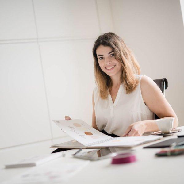 """Kathrin Reisinger - Herrlich herzlich Hochzeitspapeterie: """"Kreative Konzepte von der Idee bis zum fertigen Produkt sind meine Leidenschaft."""" (Foto privat)"""