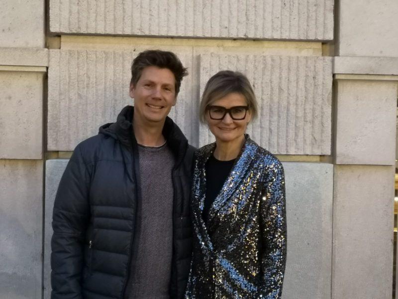 Schauspieler Thomas Clemens erzählt mir in einem Interview von seiner frühen Liebe zum Theater, seiner Rolle bei der SOKO Köln und seiner Arbeit bei der VÖFS. Im Bild mit Journalistin Hedi Grager. (Foto Reinhard Sudy)
