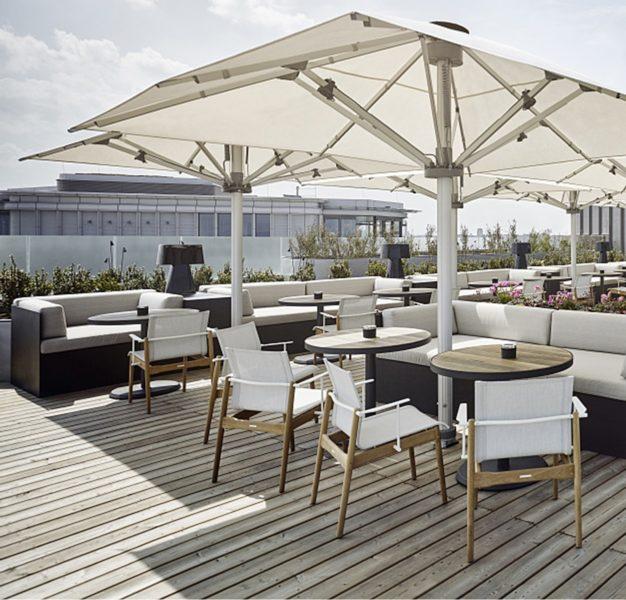 Gemütlich und mit schönem Weiblich: die Dachterrasse der Aurora Rooftop Bar des Lifestyle-Hotels ANDAZ Vienna Am Belvedere. (Foto Andaz)