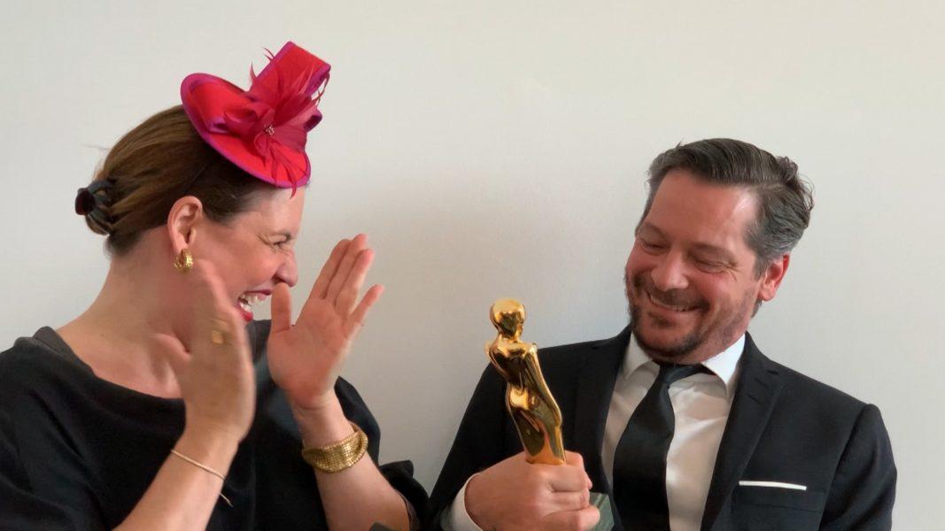 """Auch die Überraschungs-Übergabe der Romy für den Schauspieler Fritz Karl war sehr gelungen. Er bekam sie in der Kategorie """"Beliebtester Schauspieler"""". Hier mit seiner Frau, der Schauspielerin Elena Uhlig. (Foto ORF)"""