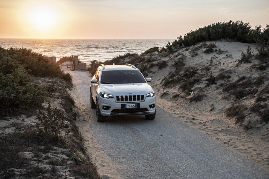 VOGL + CO führt die Marken Renault, Dacia, Alpine, Nissan, Alfa Romeo, Jeep, Fiat und Abarth. Im Bild ein Jeep New Cherokee Overland (Foto VOGL + CO)