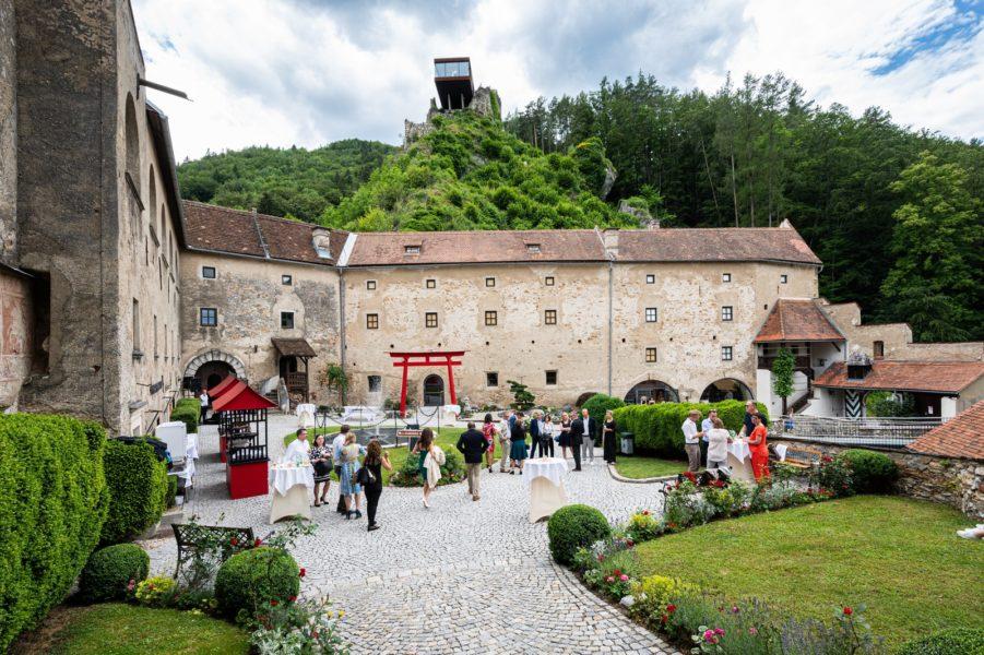 Die Burg Rabenstein ist heute ein modernes Konferenz- und Veranstaltungszentrum und eine bezaubernde Hochzeitslocation. (Foto augenblick.at)